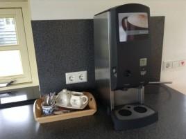 Koffie, Cappuccino, Café au lait en heet water.